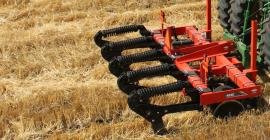 Side view of mounted 4830 in-line ripper in the field