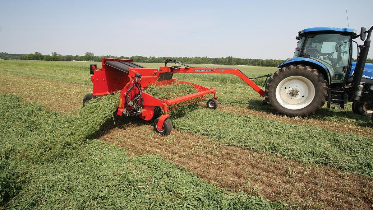 KUHN MM 300 Merge Maxx® Hay Merger | Kuhn