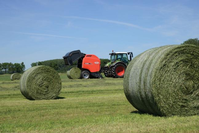 VB 3165 in the field ejecting a completed bale, with a net wrapped bale in the foreground