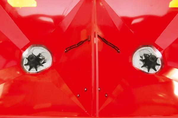 Close-up photo of the agitator on an Axis 30.2 Q fertilizer spreader.