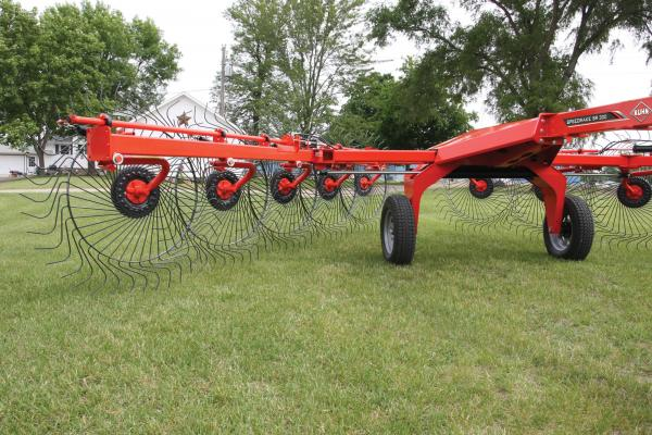 KUHN SR 300 Series SpeedRake® Wheel Rakes | Kuhn